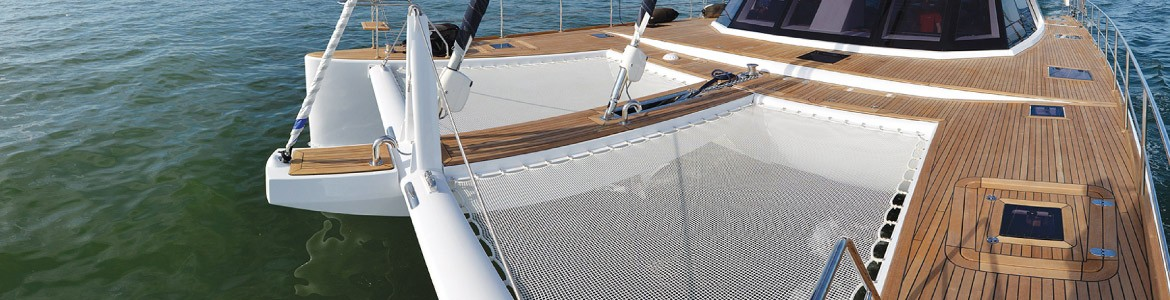 Trampolines and nets for catamarans