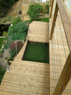 Original idea on a wooden deck: the catamaran net
