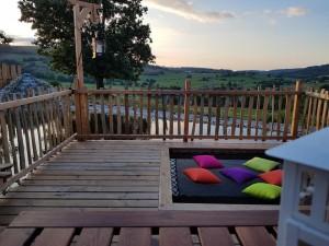 Un bain de soleil intégré à la terrasse