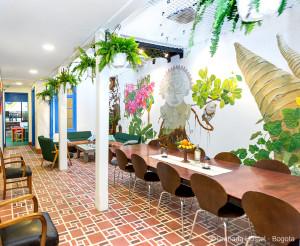 Granada Hostel à Bogota - Création d'un puit de lumière grâce aux filets d'habitation