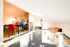 Arrangement of an office space with a mezzanine net