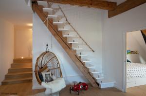 Relookez votre escalier avec un garde-corps en cordage.