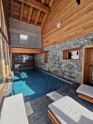 Chalet Alya en Savoie – Protection en filet mailles nouées au-dessus de la piscine