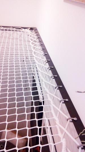 Stahlstruktur und Schäkelbefestigung des aufgehängten Netzes