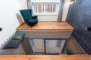 Salon équipé d'un filet horizontal