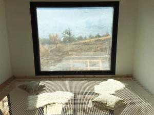 Arrangement net for a mezzanine floor