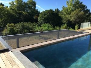 Agrandissez l'espace piscine grâce au filet tendu