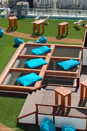 Bar Rooftop Arkona Sky Bar (Allemagne) - Aménagement d'un toit terrasse avec filets de catamaran