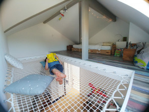 Optimize the space of a mezzanine room with a hanging net