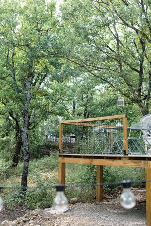 Garde-corps filet pour un résultat naturel sur une terrasse en bois.