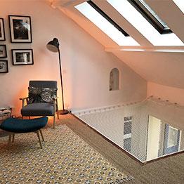 Filet d'habitation d'intérieur installé sous des velux